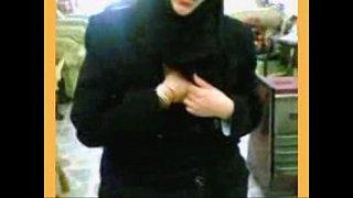 محجبة تروح لعشيقها تقلع جسمها نار وينيكها xxx فيديو عربي