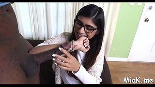 مايا خليفة و صديقتها تمصان زب كبير بطريقة ساخنة جدا xxx فيديو عربي