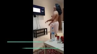 قحبة سادية مغربية تمارس الجنس في شقة مفروشة وحبيبها الخول يلحس ...
